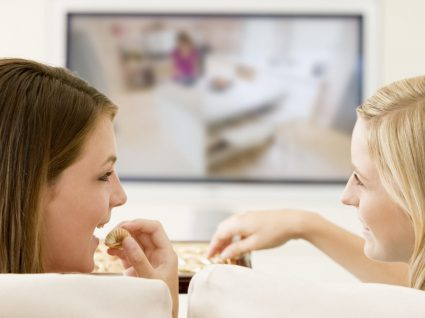 O que petiscar enquanto vê tv que não o vai fazer engordar