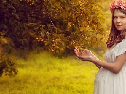 Roupa pré-mamã para cerimónia: estilo de mãos dadas com a gravidez