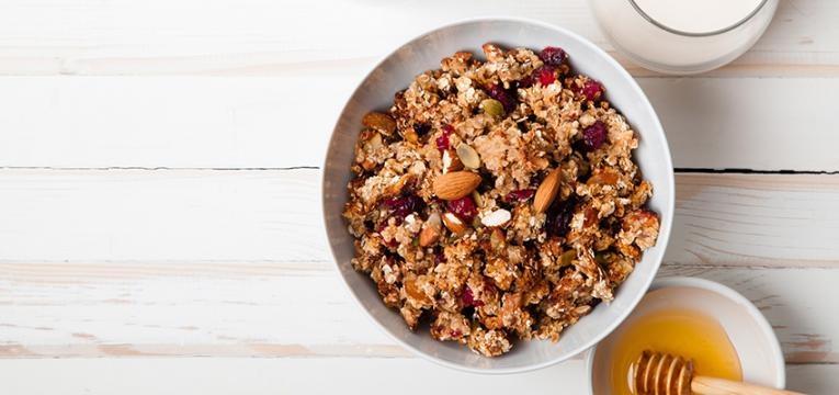 alimentos que têm muito açucar: granola