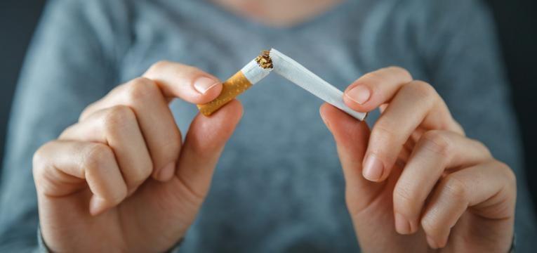 consumo de tabaco mulher parte cigarro