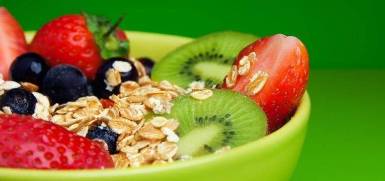 como fazer uma alimentacao saudavel por menos de 50€/semana e tigela de aveia com frutas