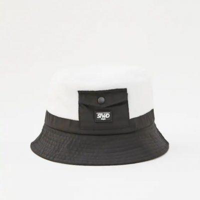 chapéu branco e preto