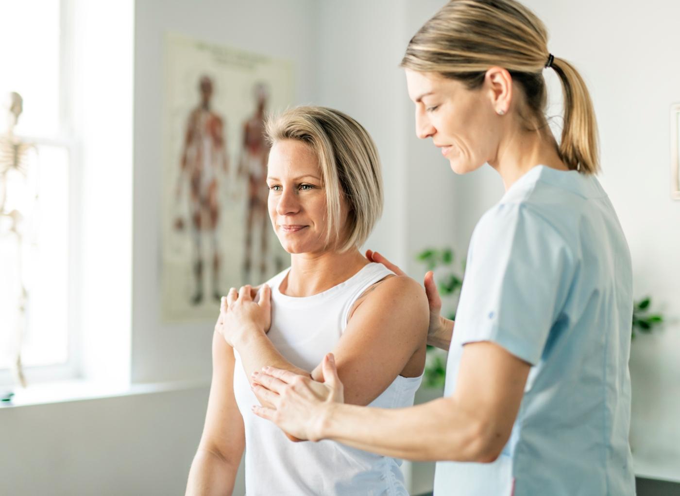 Dor no cotovelo: causas e tratamentos