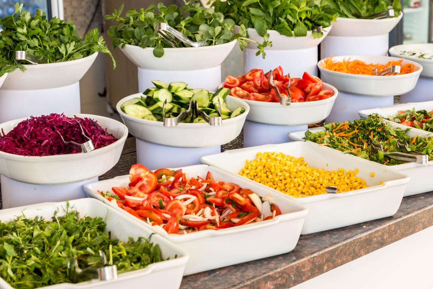 8 motivos para continuar com fome mesmo quando se come muito