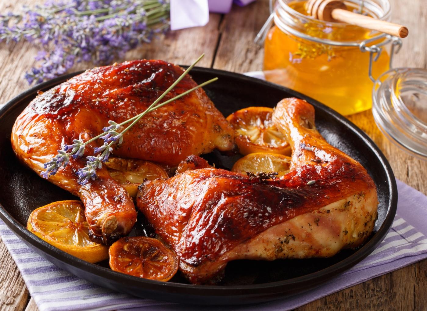 Peito de frango no forno: 4 sugestões apetitosas