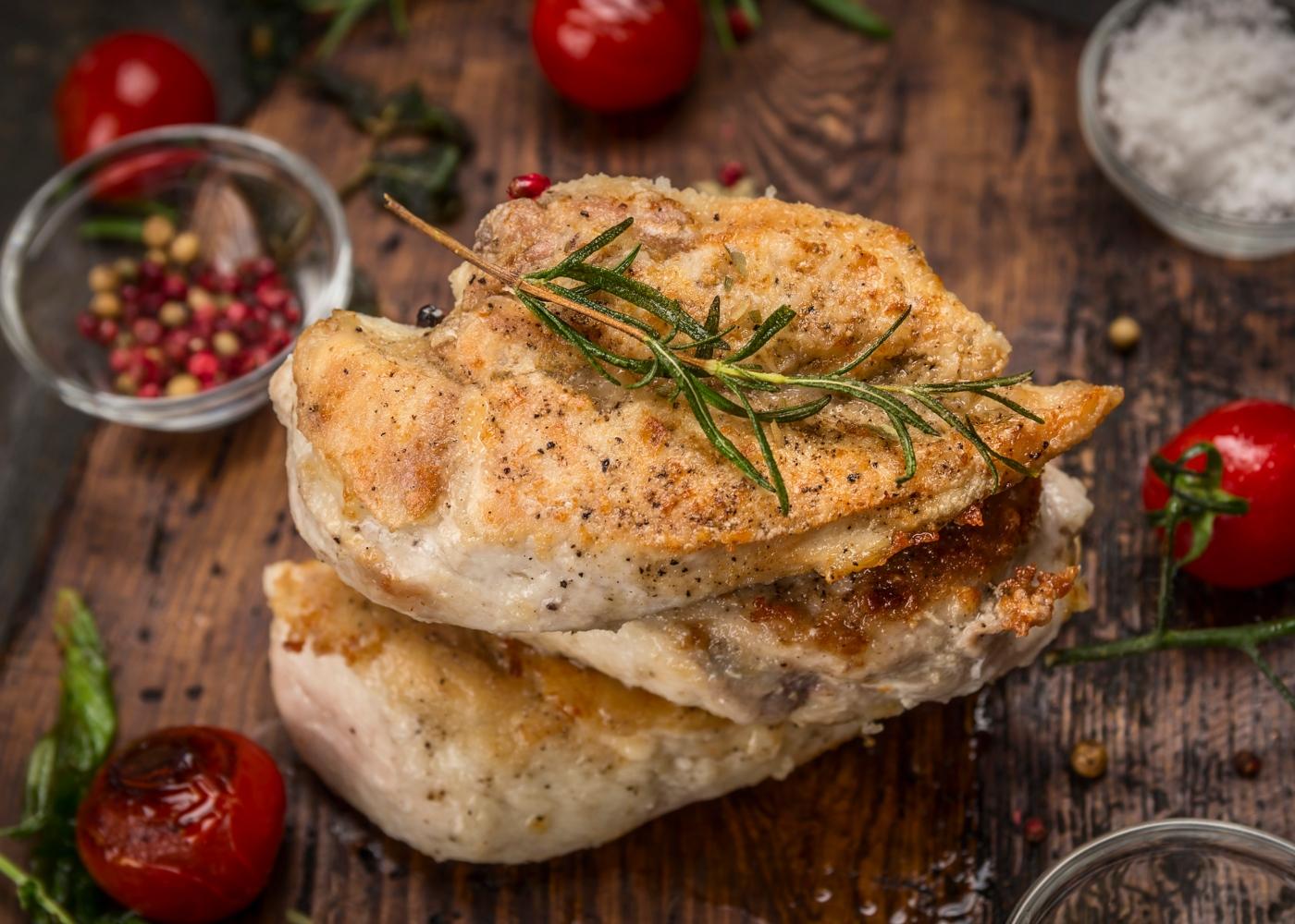 Peito de frango no forno com alecrim