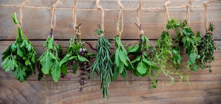 cabazes de Natal saudáveis: ervas aromáticas e especiarias