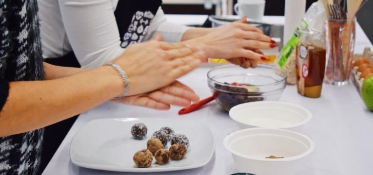 trufas de cacau e amendoa receitas saudaveis para o natal