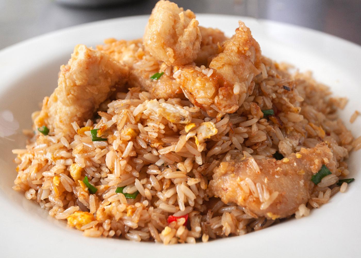 prato com arroz de lulas
