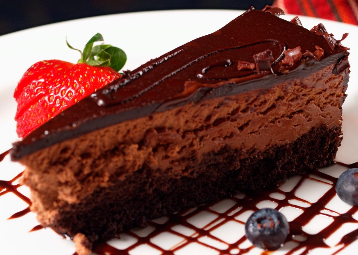 Bolo de mousse de chocolate simples