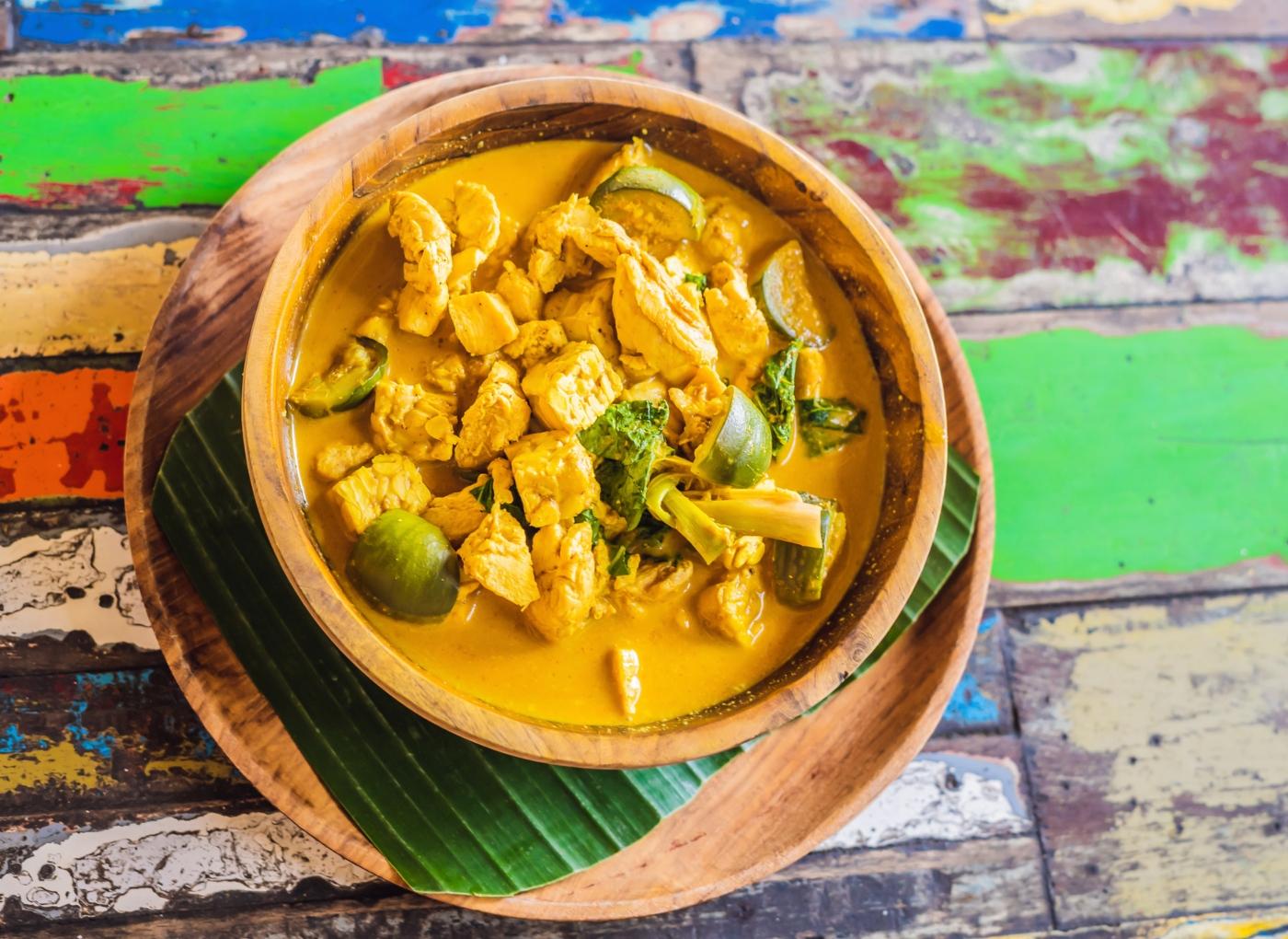 Receitas com tofu: caril de tofu, grão e espinafres