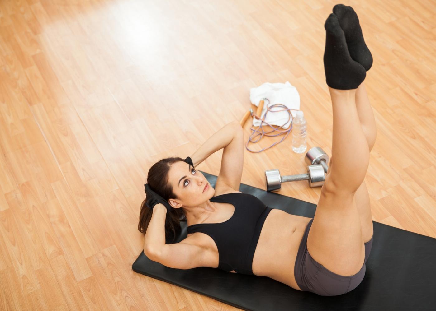 Exercícios para o core: elevação das pernas