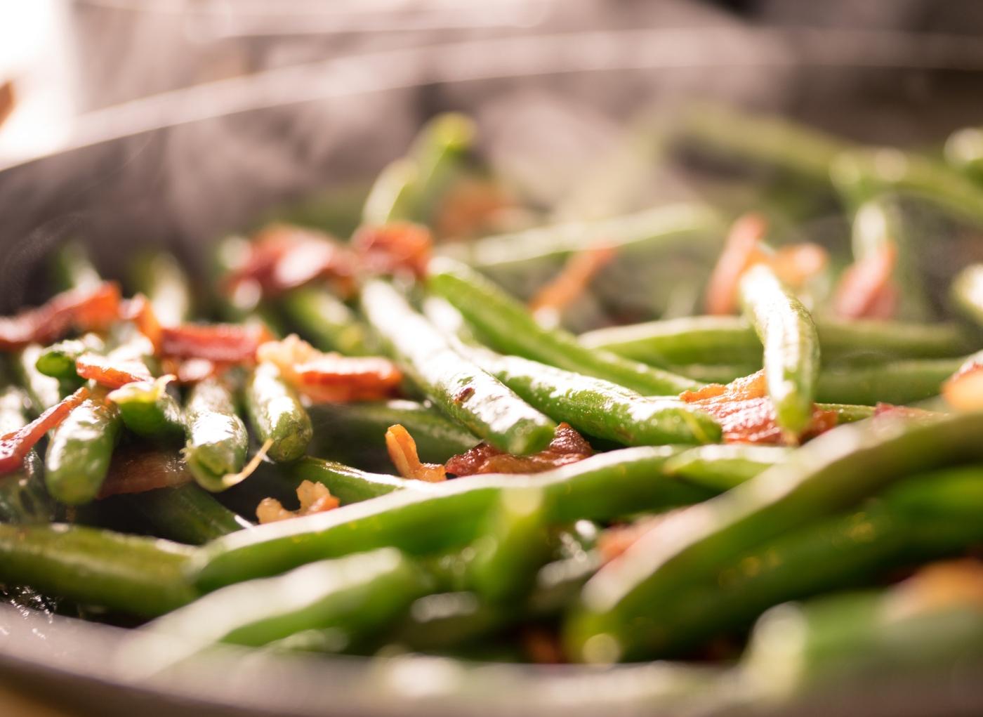 Legumes salteados com feijão verde