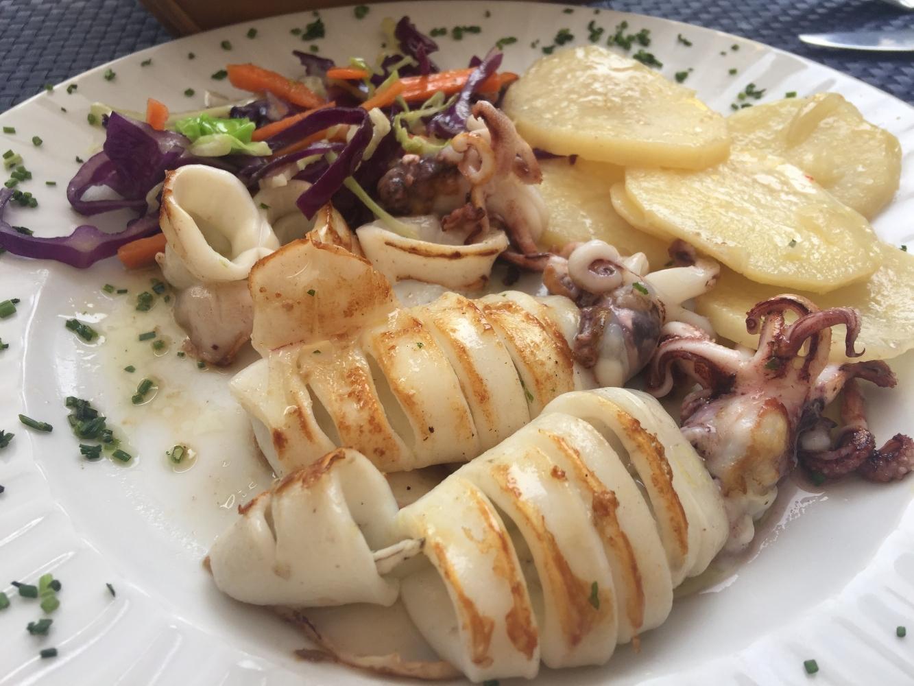 lulas grelhadas com batata cozida