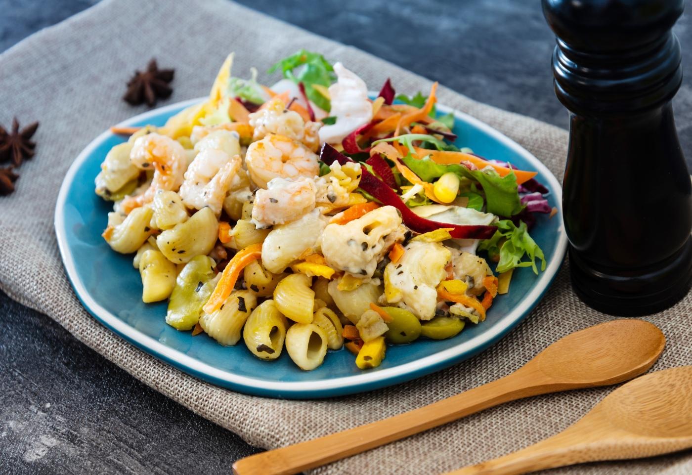 Marmita: orecchiette com brócolos e camarão