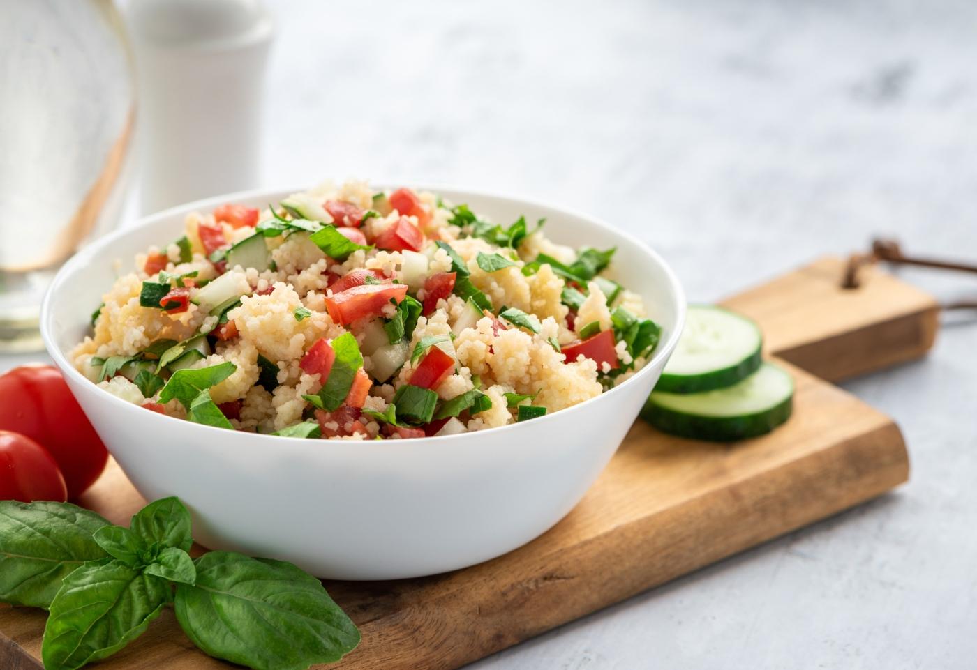 Marmita: salada de bulgur com pinhões