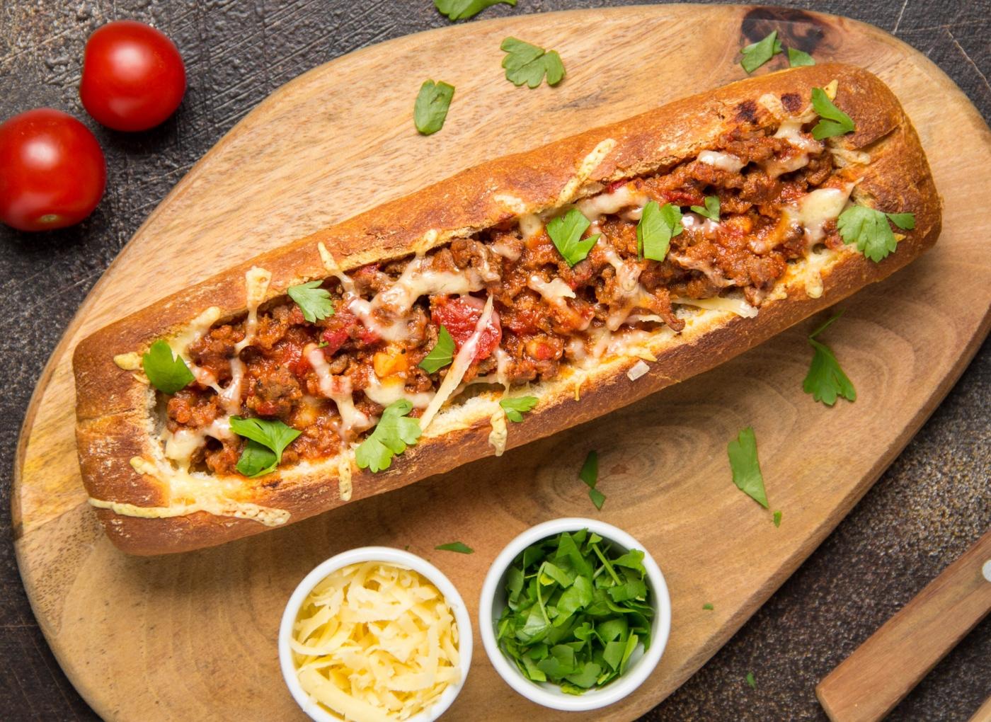 Pão recheado com queijo e carne picada