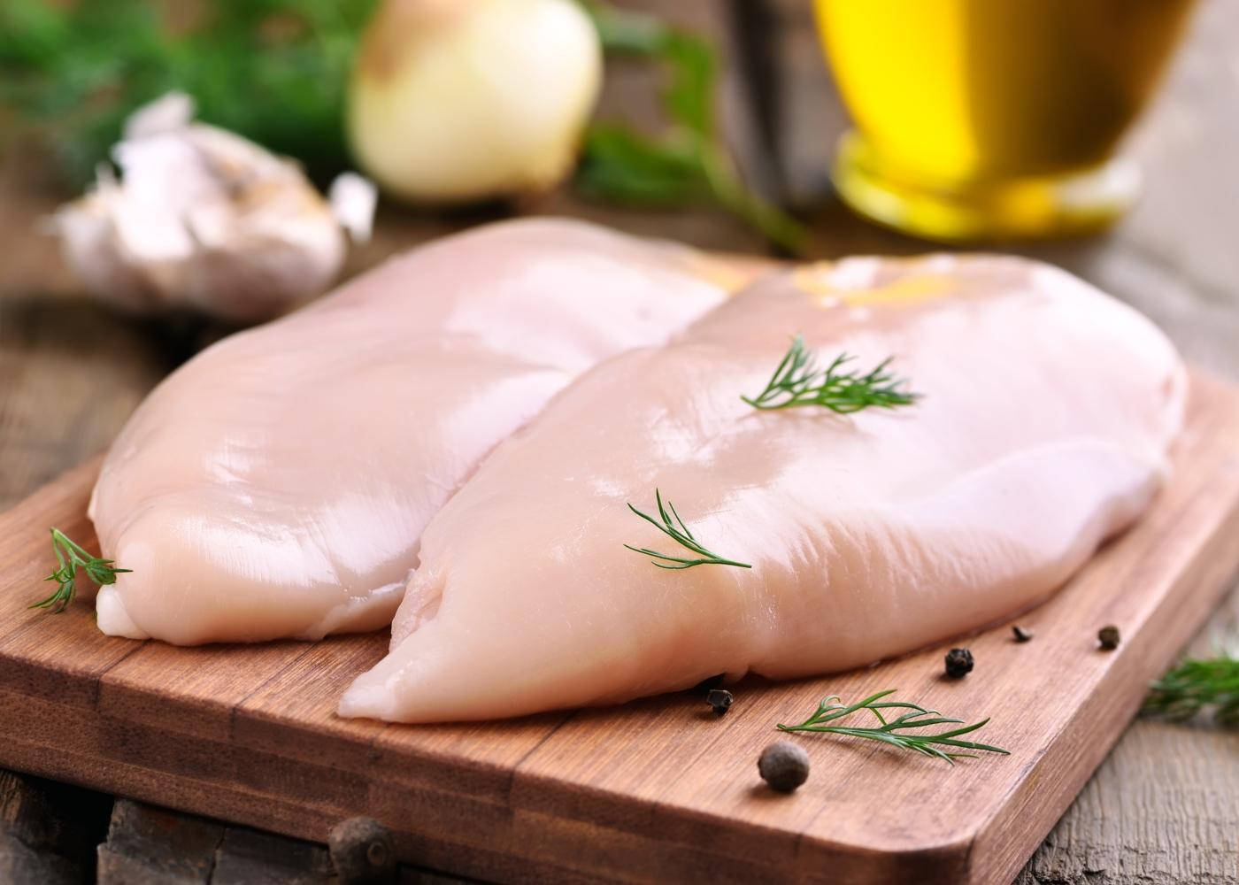 dois peitos de frango sem pele