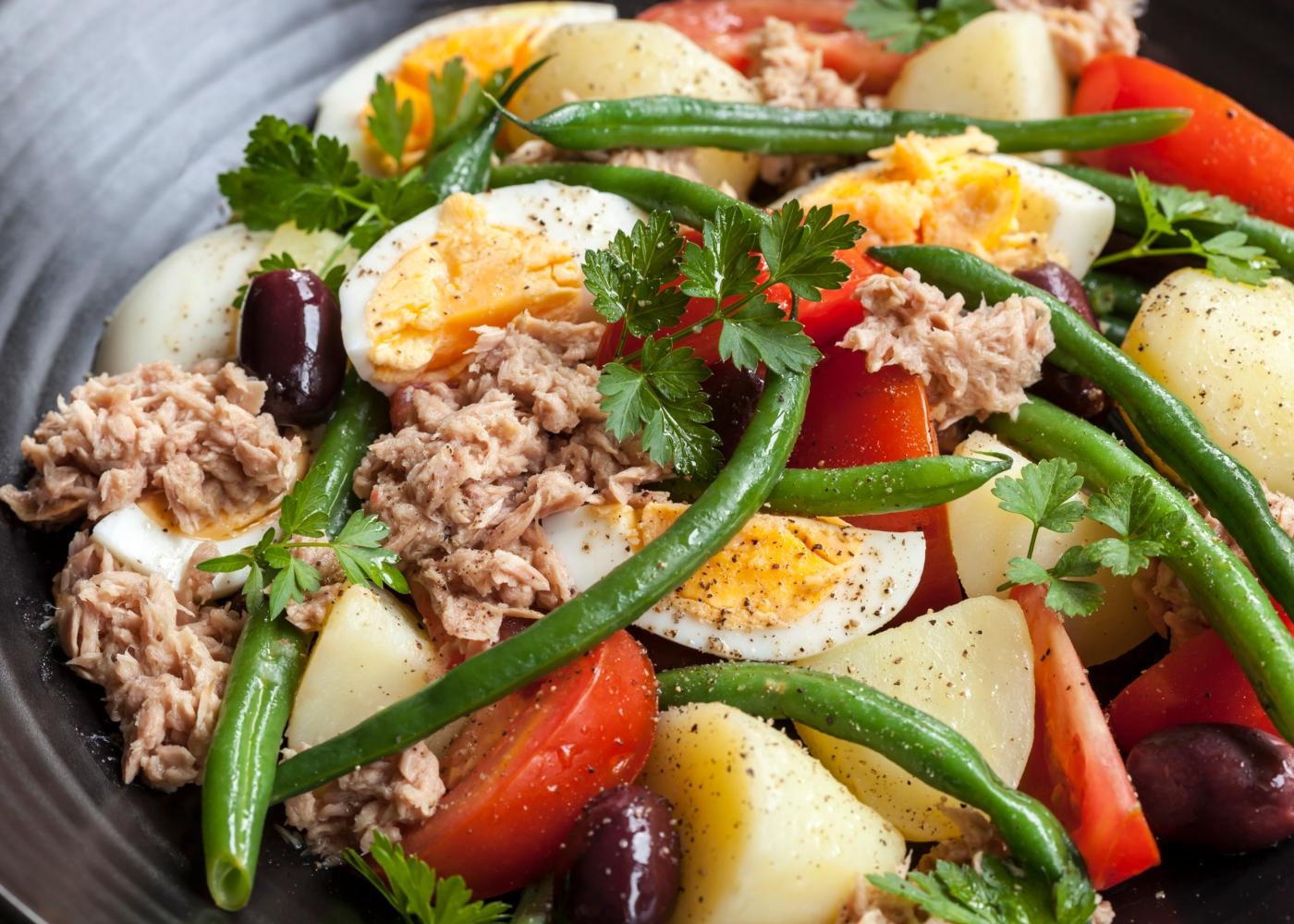 salada de atum com batata e ovo