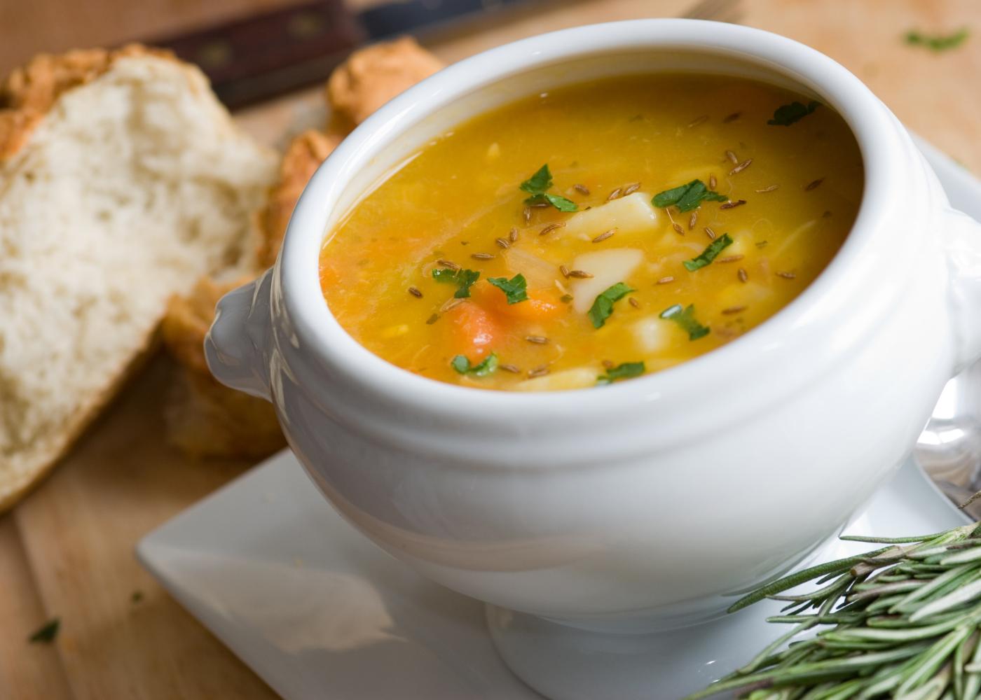 5 receitas de sopas sem batata: combinacoes deliciosas e com poucas calorias