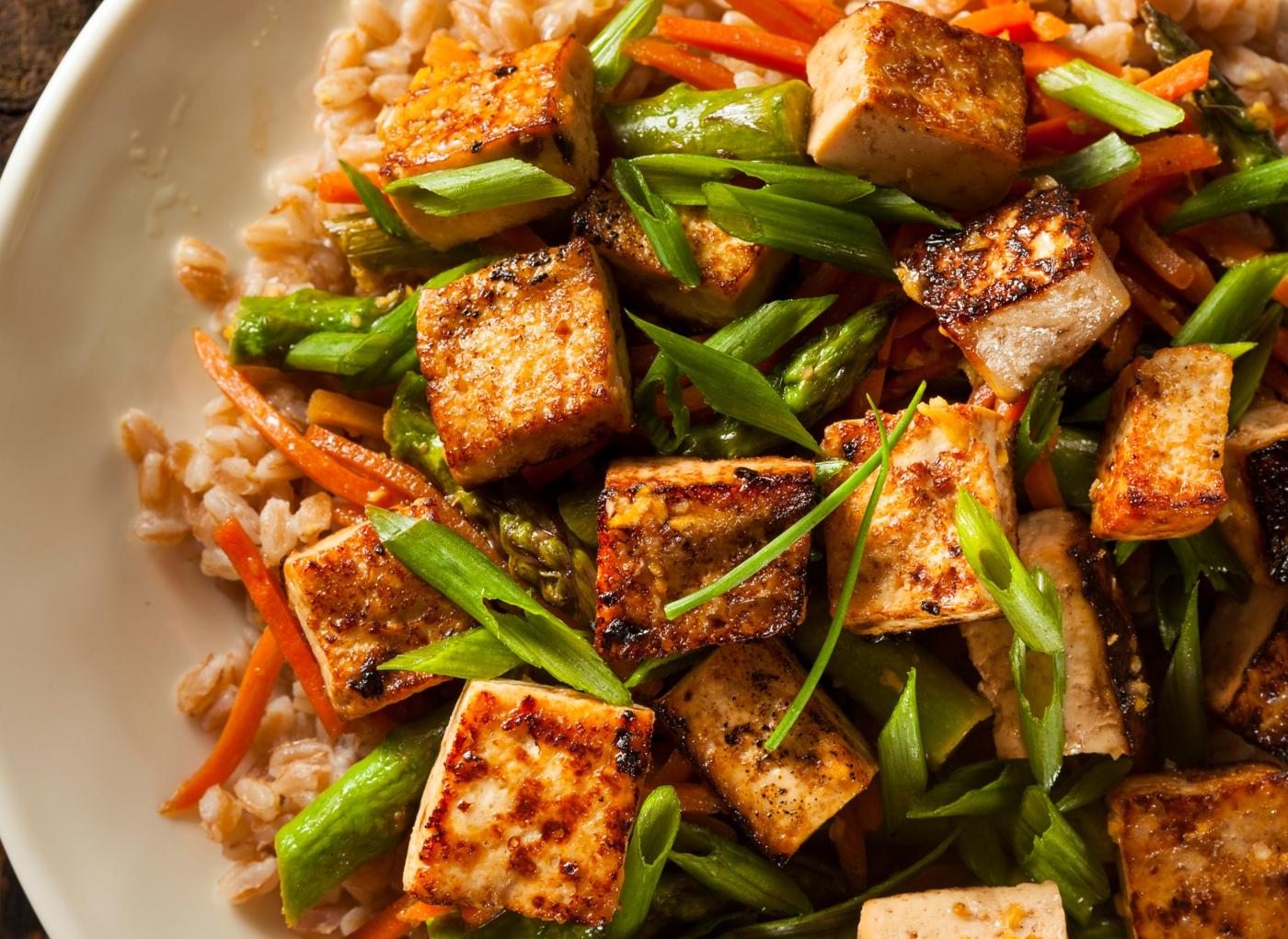 Receitas com tofu: tofu com legumes salteados