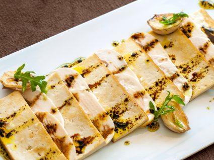 tofu grelhado em fatias
