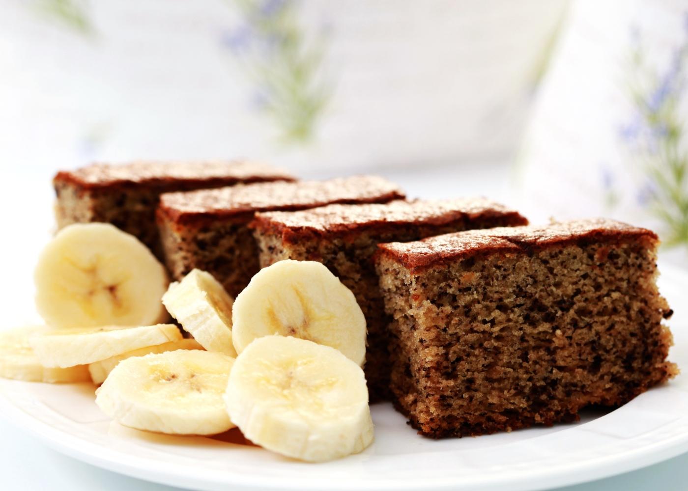 Bolo de banana com manteiga de amendoim e brigadeiro