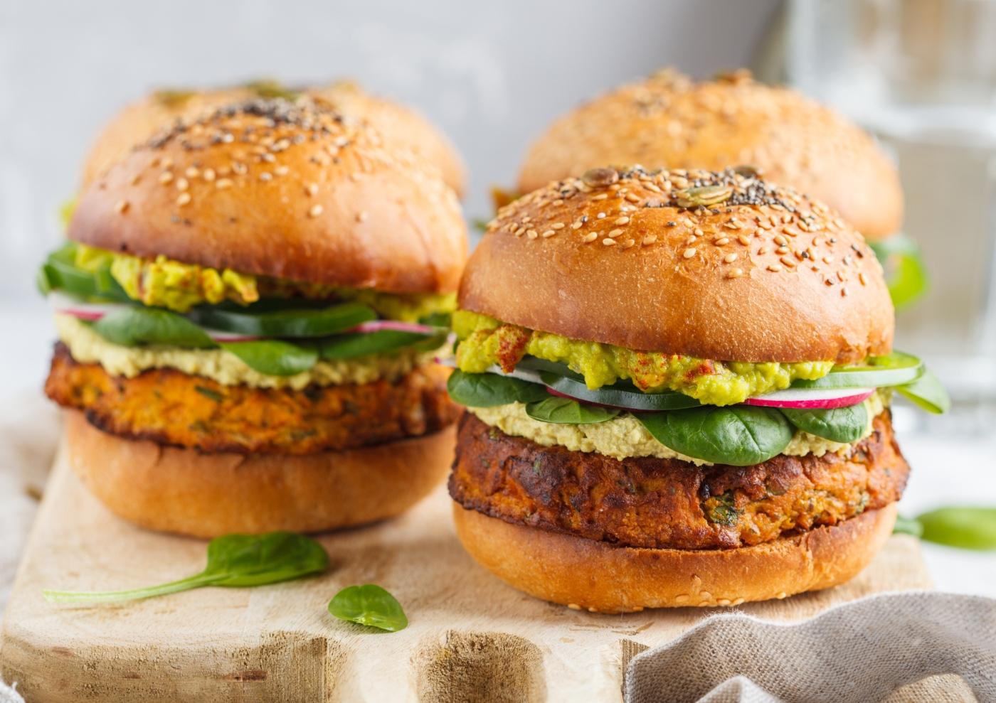 Hambúrgueres de tremoço com farinha de grão e couve-flor