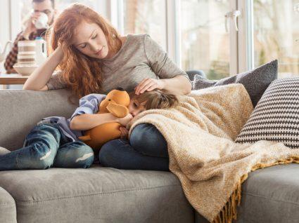 Encoprese: mãe a cuidar do filho