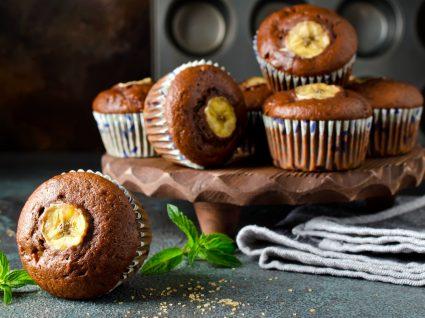 Muffins de chocolate vegan com banana
