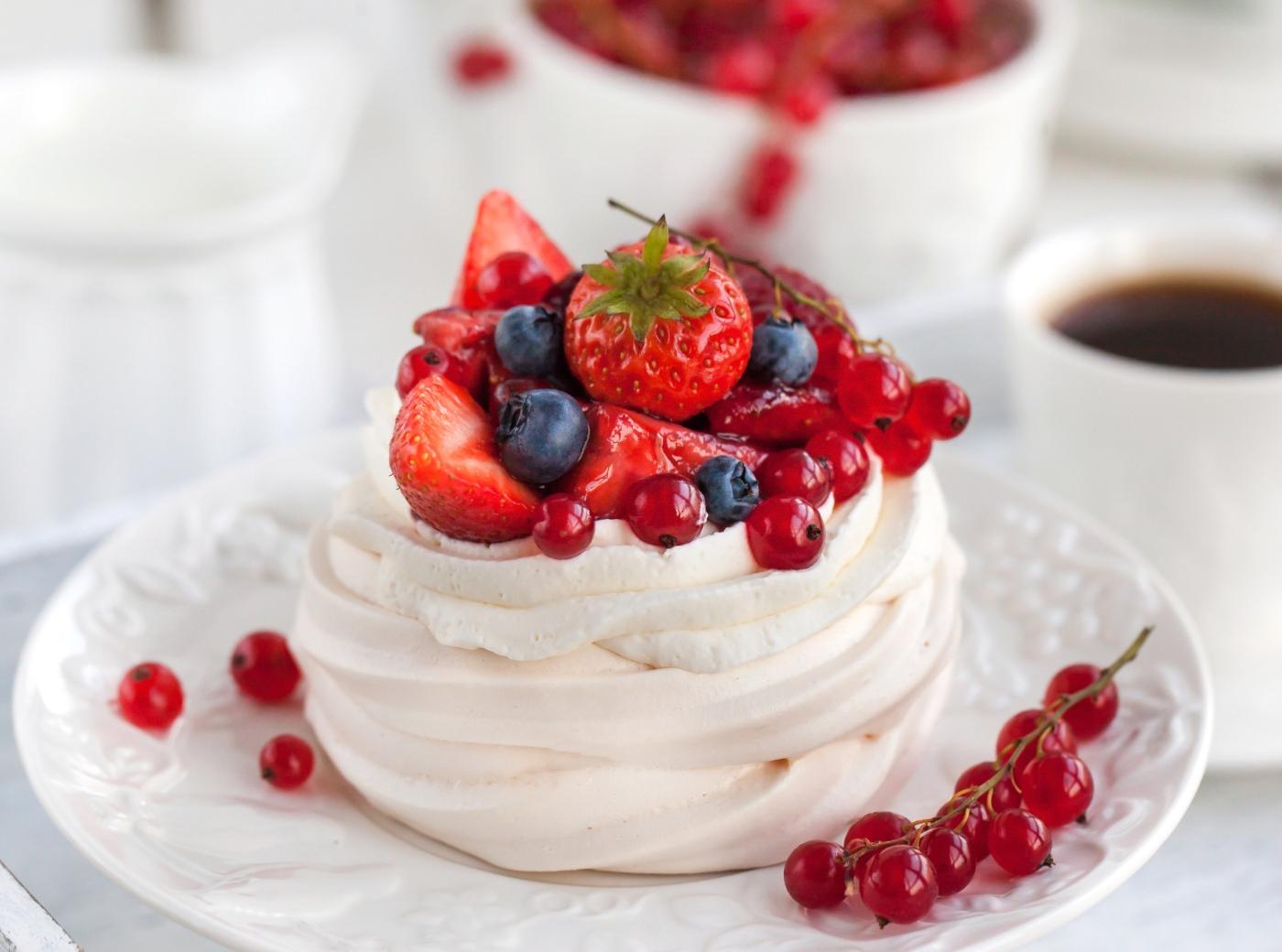 Doces para o Dia dos Namorados: pavlova de frutos vermelhos