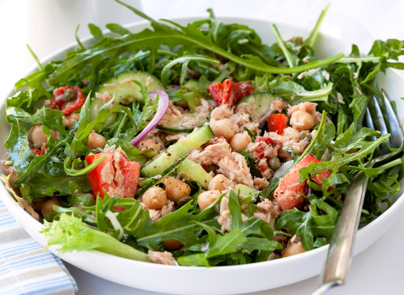 Receitas com leguminosas: salada de grão-de-bico e atum