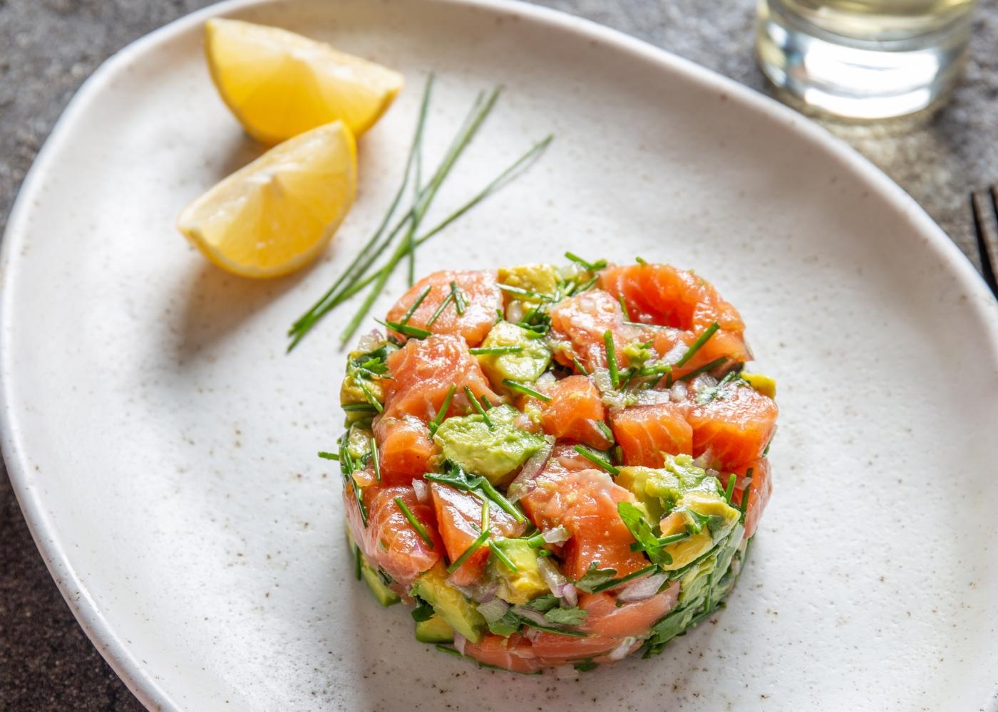 Tártaro de salmão e guacamole