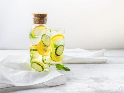 Água com limão e pepino