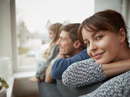 Ausência de sintomas da COVID-19: família em casa