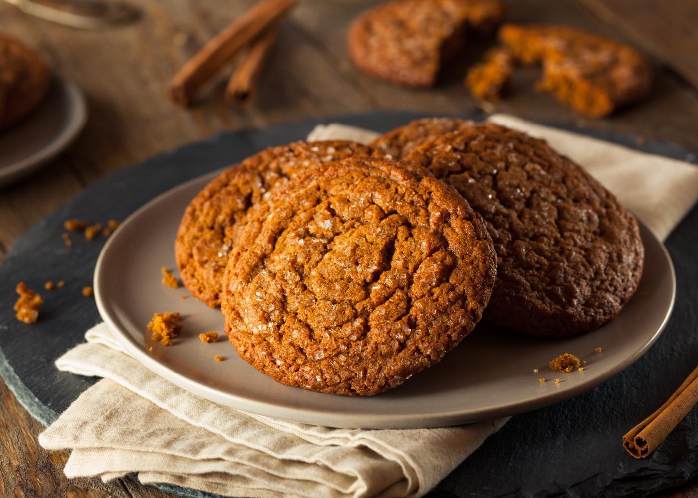 biscoitos de canela com açúcar no topo