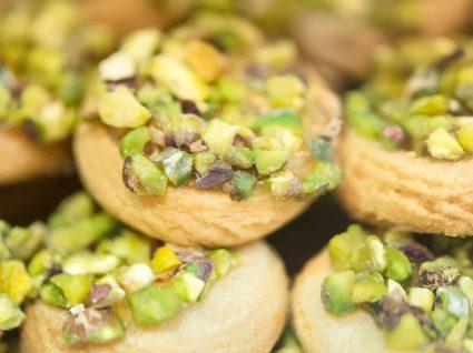 Bolachas de pistachio e sultanas