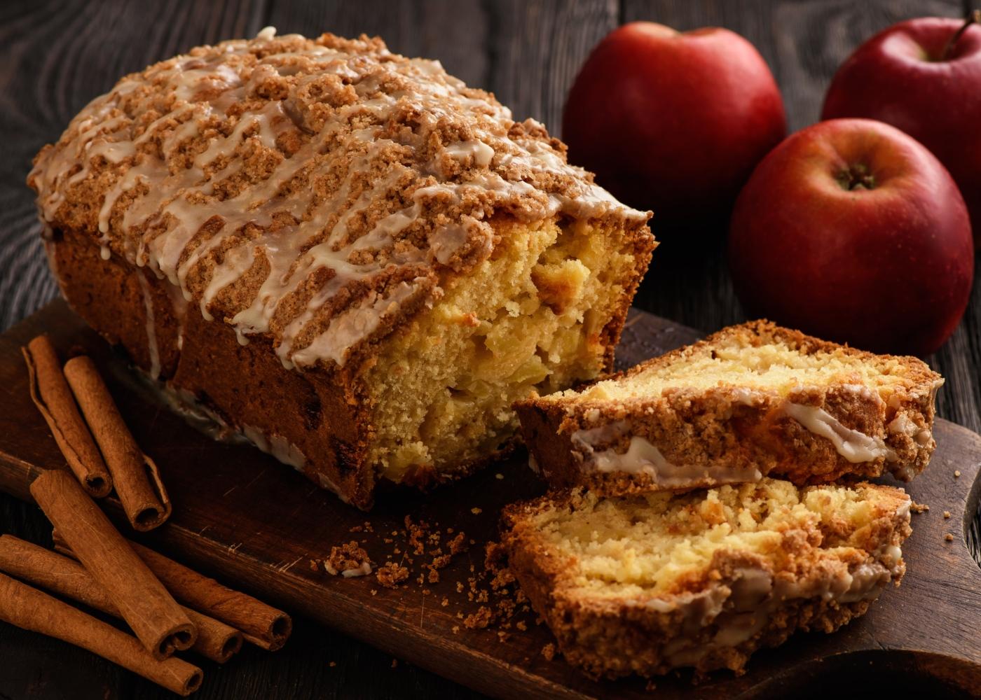 Receitas de bolos saudáveis para fazer com as crianças: bolo de maçã e banana