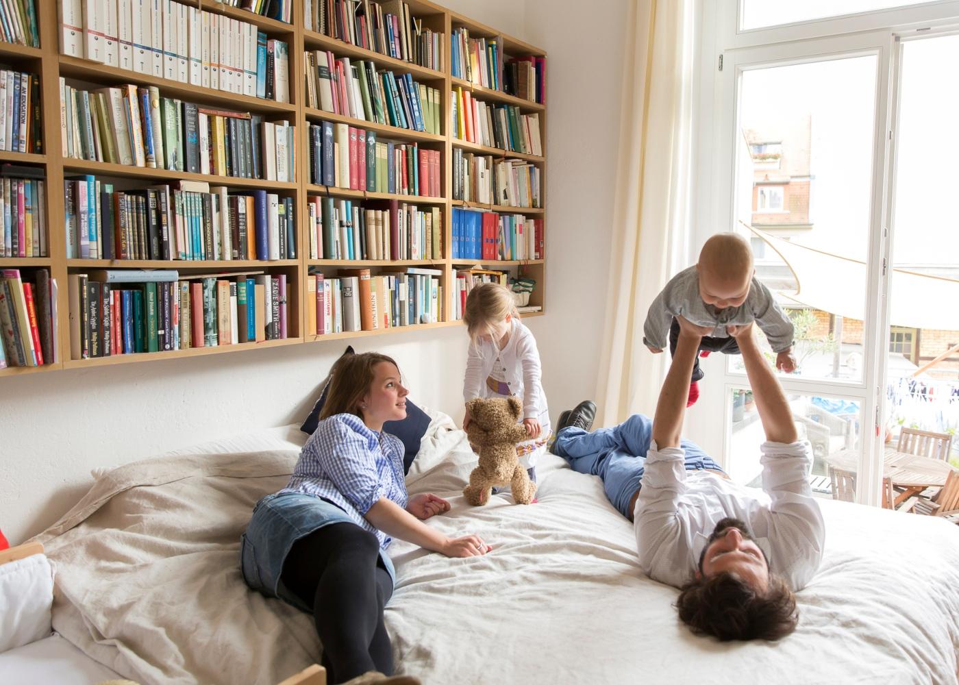 Corrida ao papel higiénico: família em casa durante quarentena
