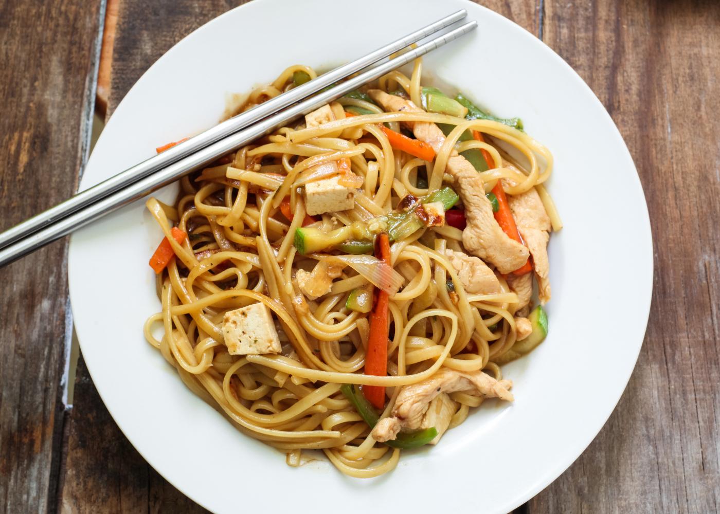 massa integral com tofu e legumes