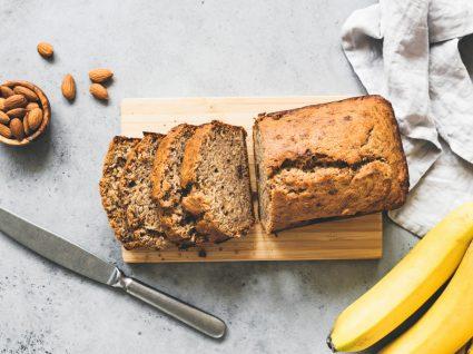 pão de banana com amêndoa