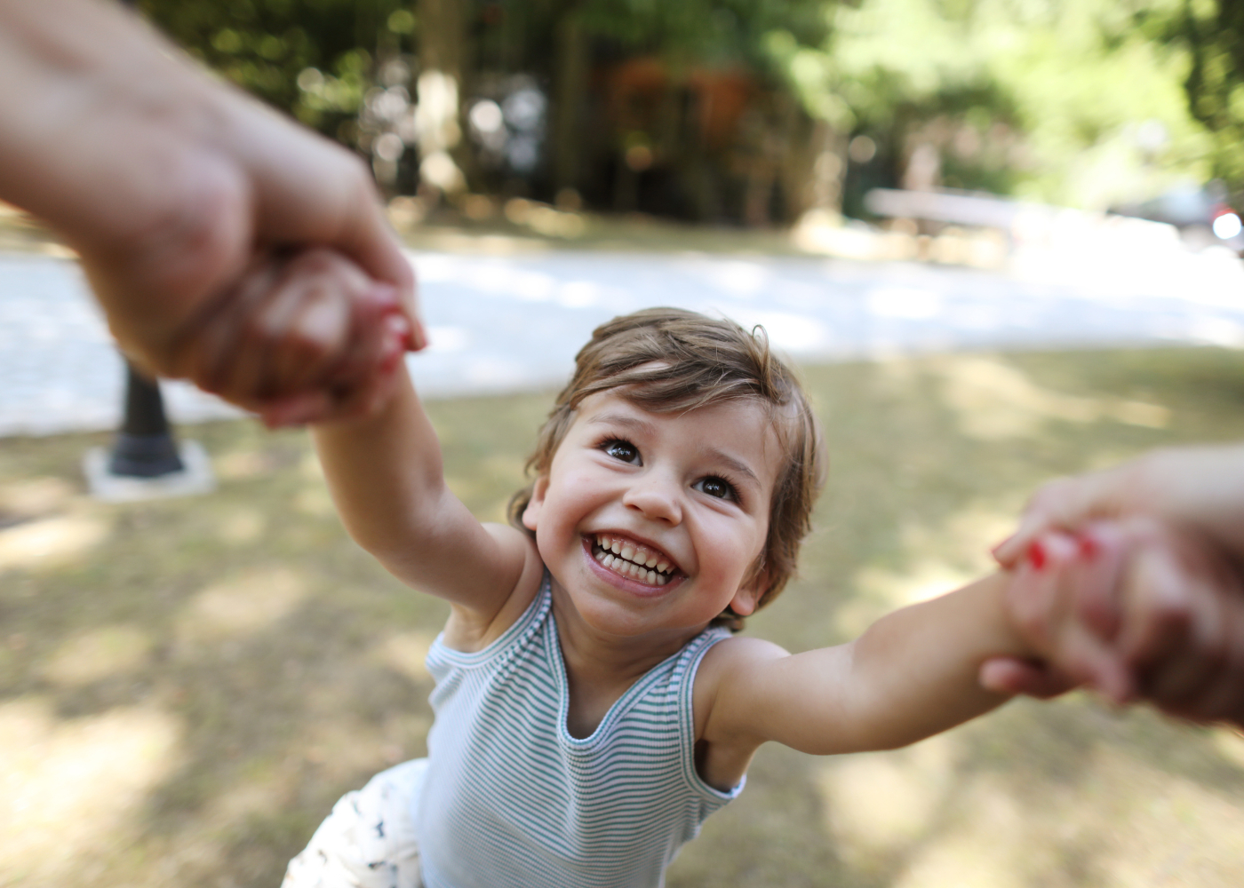 criança a brincar no parque
