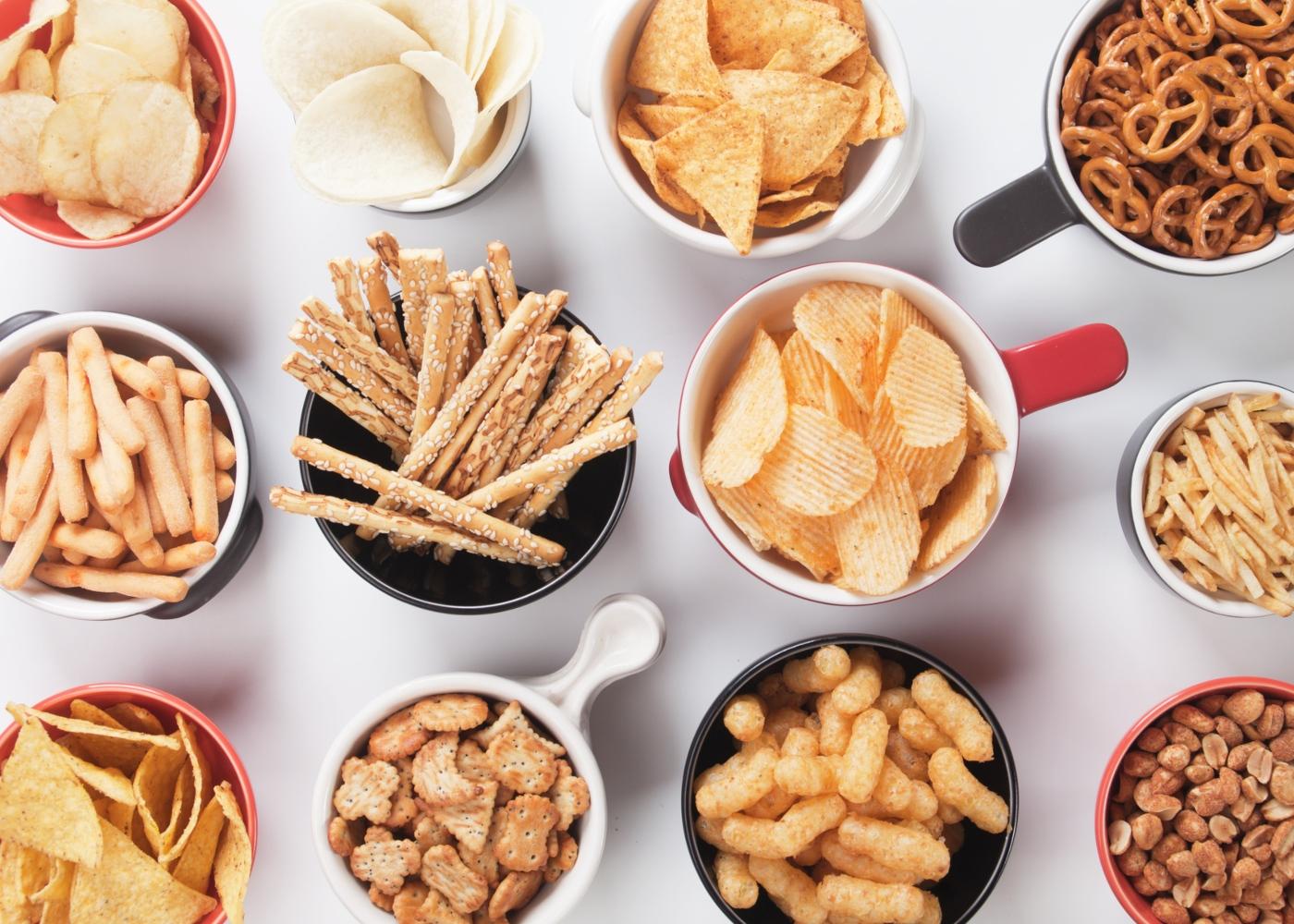 Variedade de snacks salgados