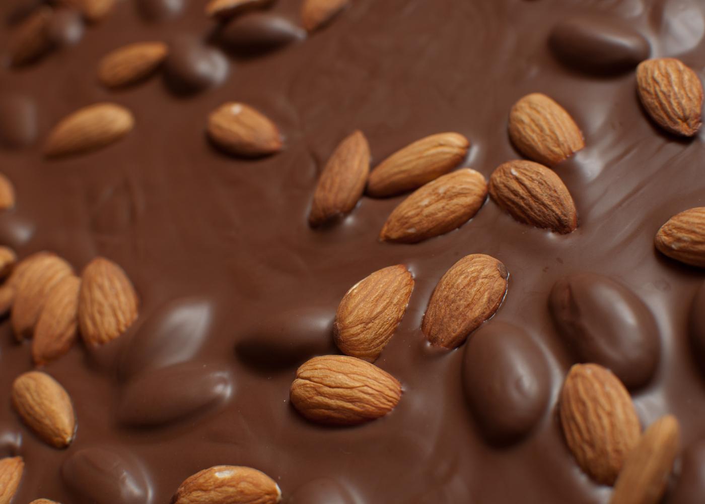 amêndoas da Páscoa torradas com chocolate