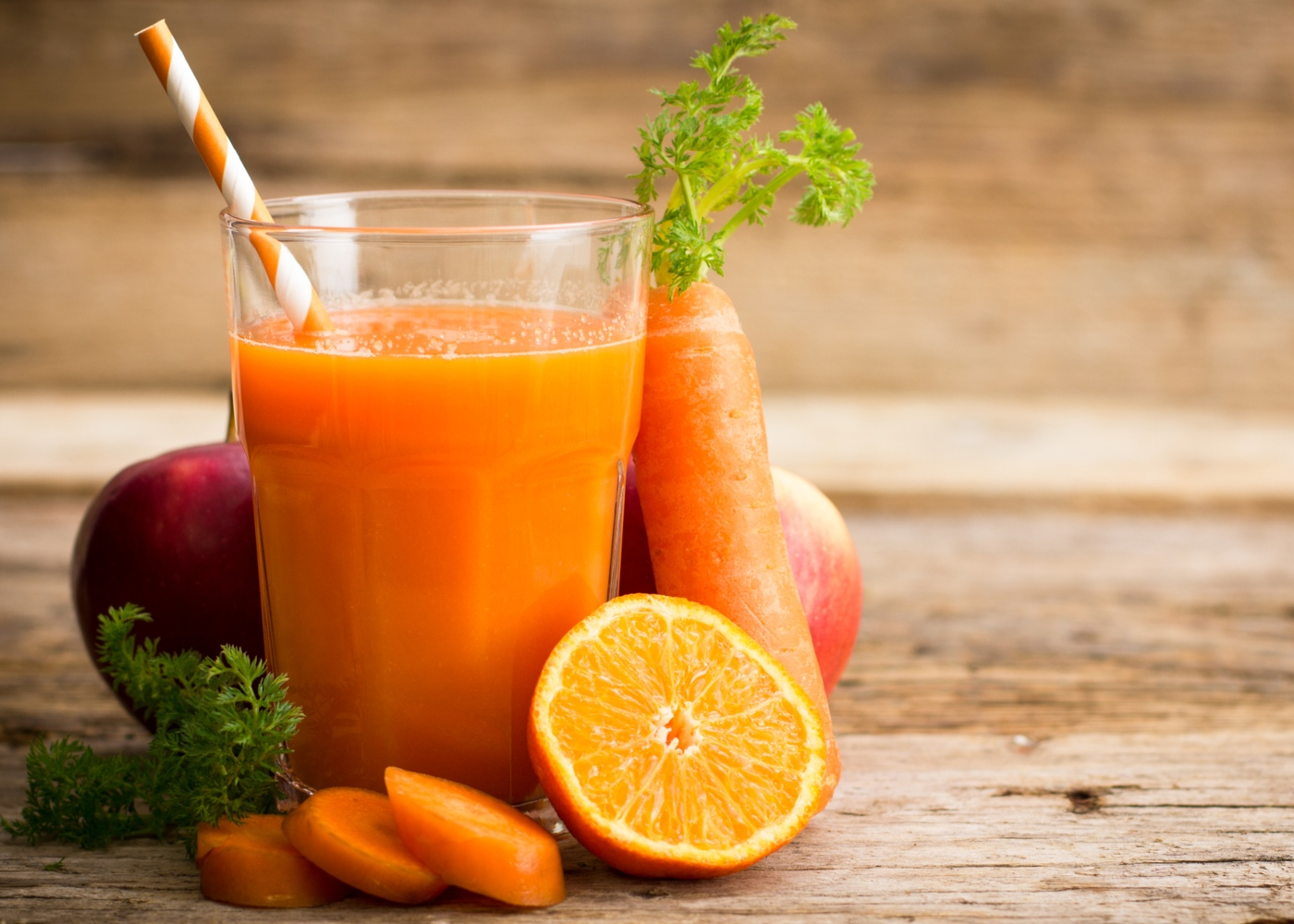 Batido saudáveis: de cenoura, laranja, maçã