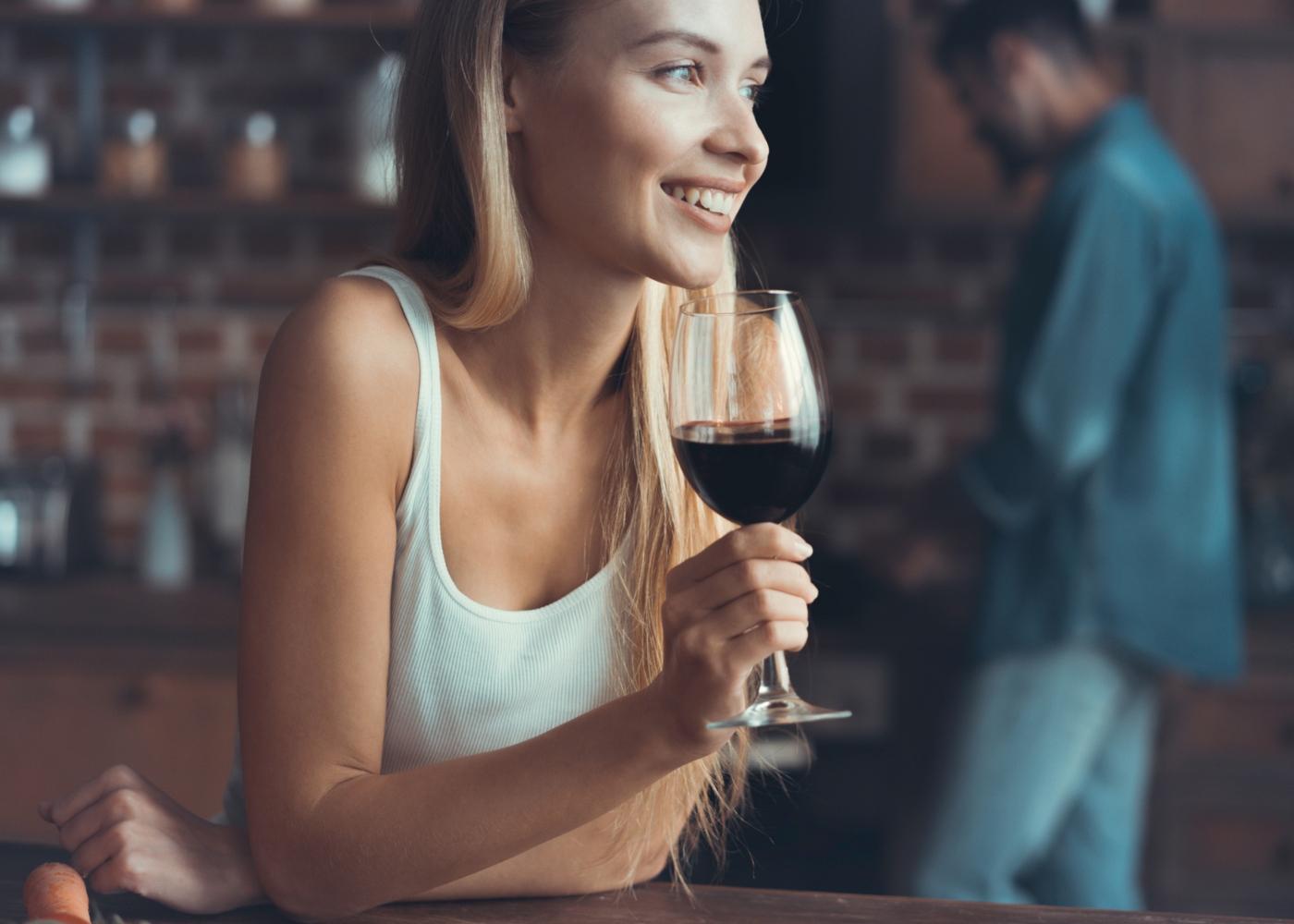 Como dormir bem durante a quarentena: não beber álcool