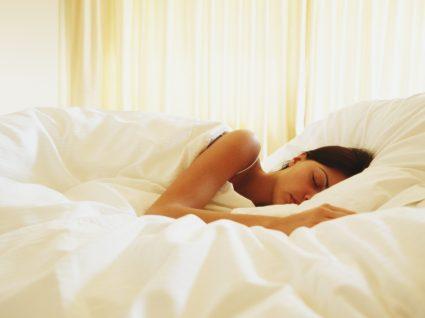 Como dormir bem durante quarentena: cuidados a ter