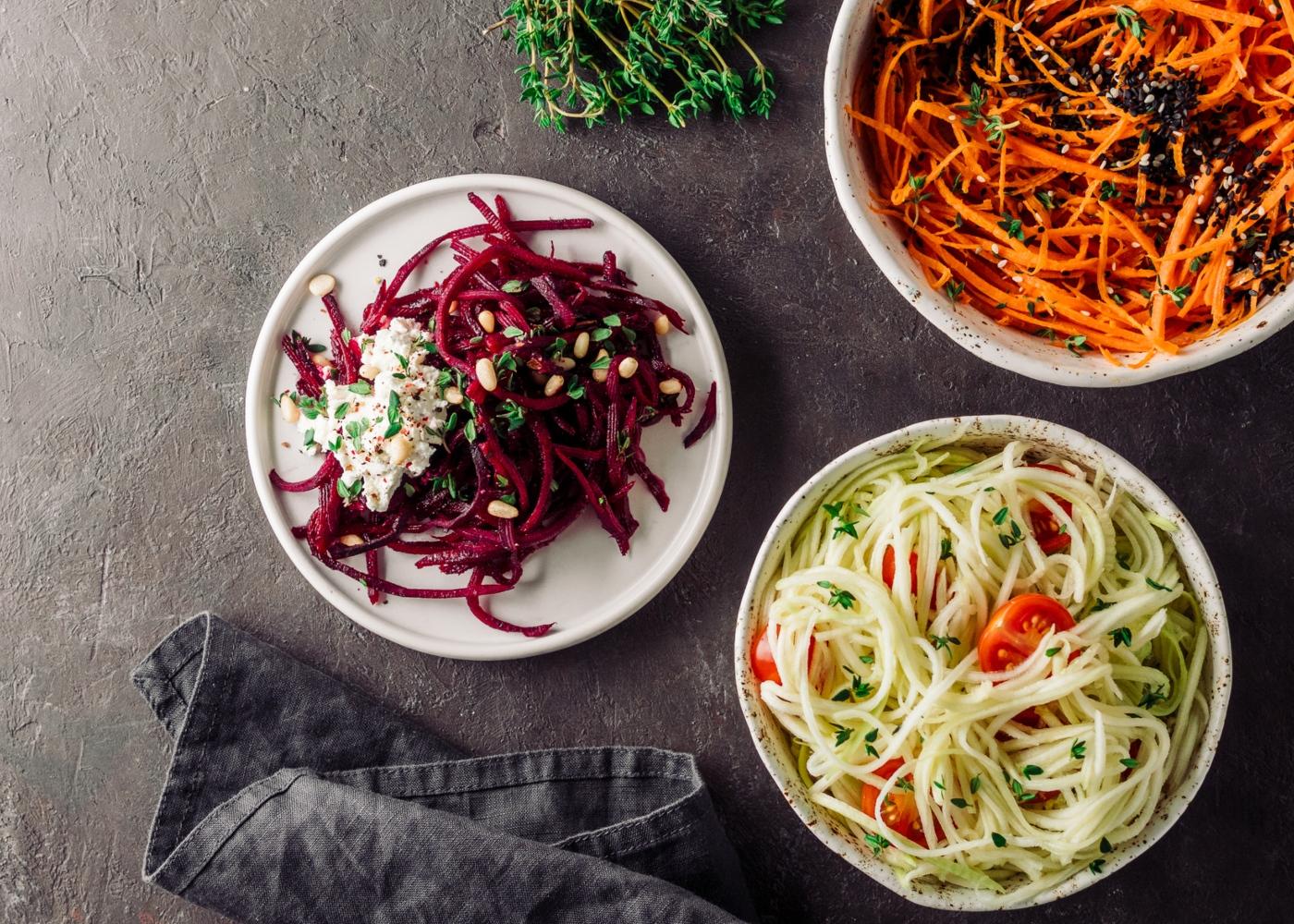 Jantares leves: esparguete de courgette com beterraba