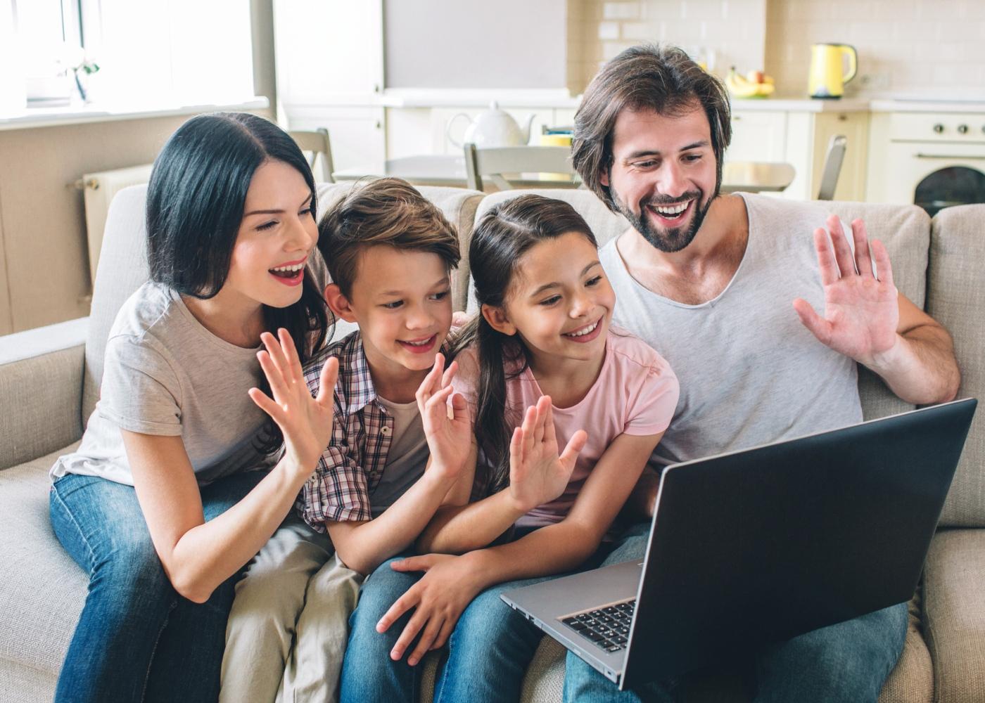 Jogos caseiros para crianças: falar online com a família