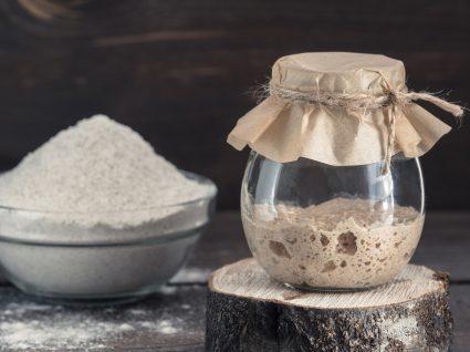 Como fazer fermento caseiro para pão: fermento num frasco